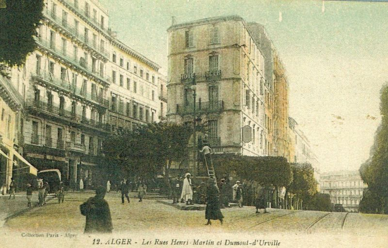 Rue Dumont d'Urville à droite