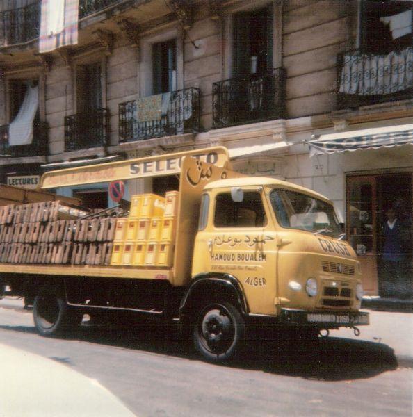 Le camion de livraison de Hamoud BOUALEM